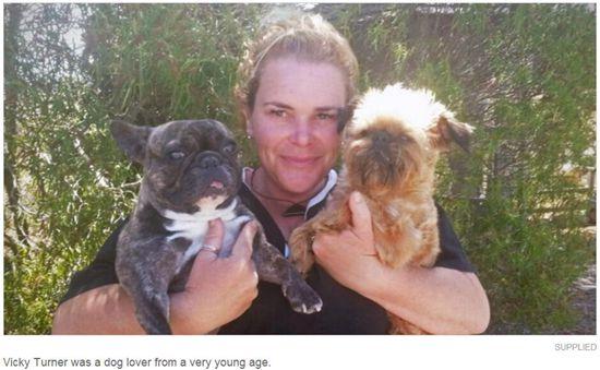 动物爱好者被蜂蛰身亡 亲友带宠物参加葬礼