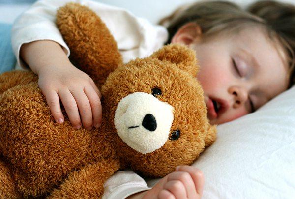 baby-sleeping-with-bear-today-170516-tease_d71c2011c91934c155b43b39a799bbdd.jpg