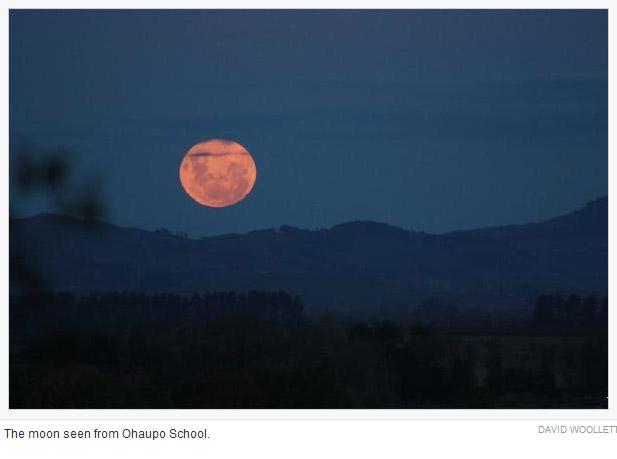 """新西兰各地昨日共赏""""超级月亮"""""""