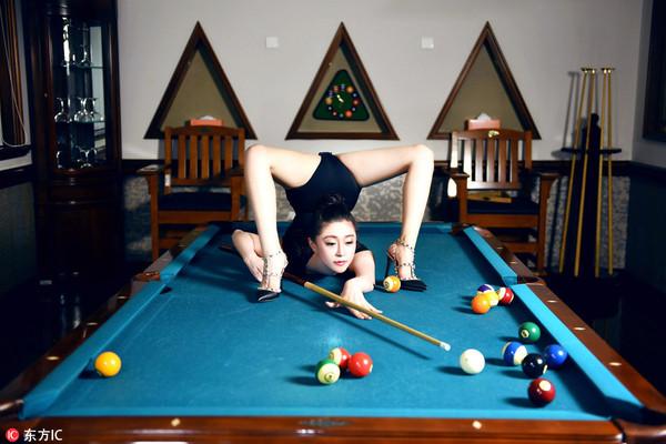 以这种方式打台球,九球公主潘晓婷也不行.-探秘柔术美女超软肢体 图片