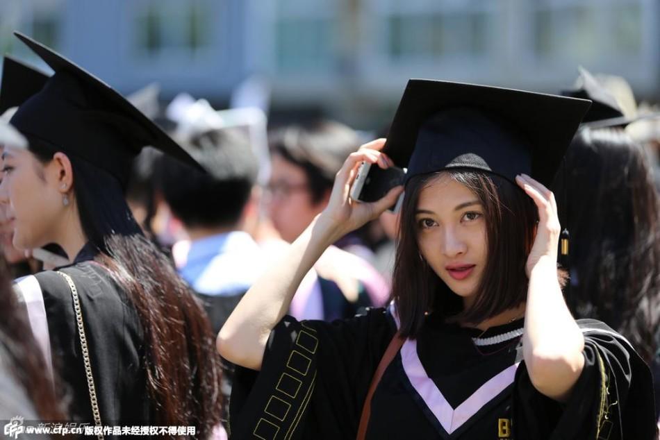 美女大学生素颜难掩清新(组图)